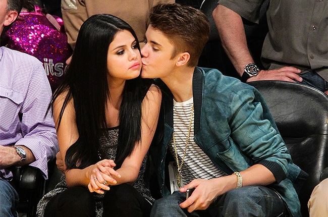 /images/upload/selena-gomez-justin-bieber-basketball-650-430(1).jpg
